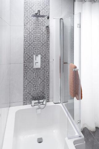 Sq bathscreen closed